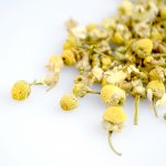Be soothed by this golden infusion of chamomile flowers. Reputed for its digestive qualities, this sweet tea is a perfect companion for a good night's sleep.